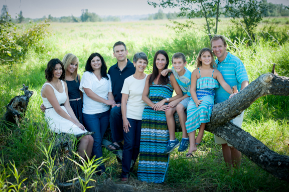 miko-photography-calgary-graduation-family-portrait